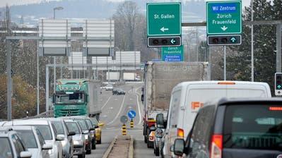 Viel Verkehr führt zu viel Lärm: die Autobahnauffahrt Richtung St.Gallen oder Zürich. Bild: Ralph Ribi