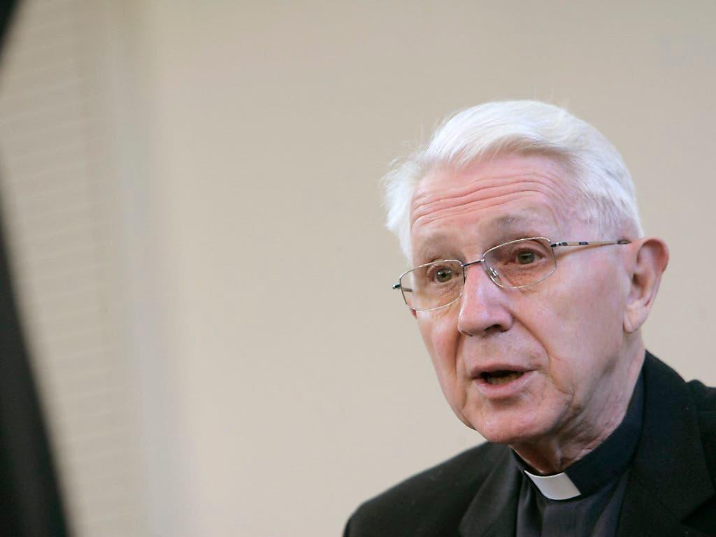 Der frühere Churer Bischof Amédée Grab starb am Sonntag an seinem Alterssitz in Roveredo im Misox. (Bild: KEYSTONE/MONIKA FLUECKIGER)