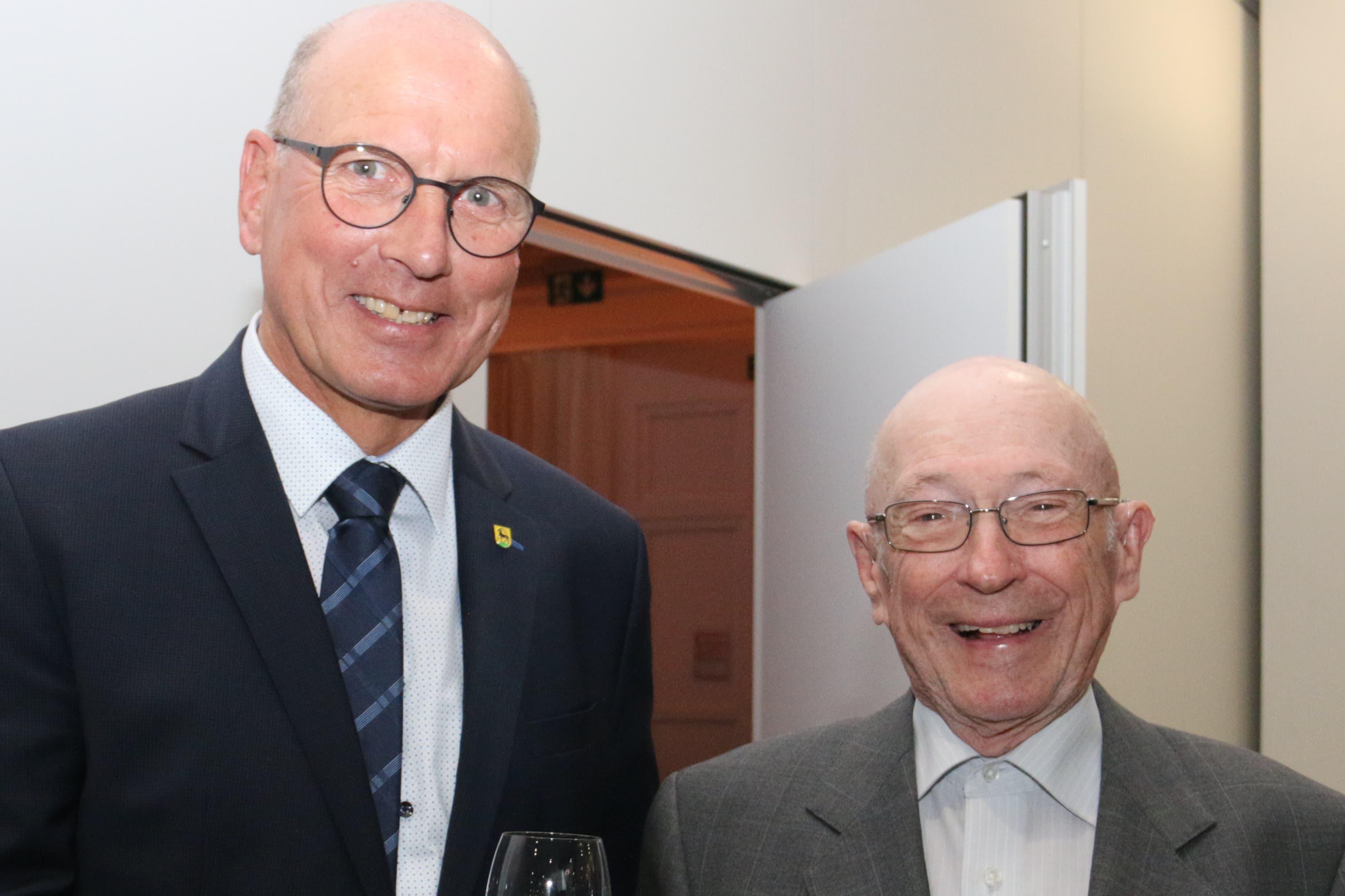 Peter Rohrer (links), Gemeindepräsident Sachseln, und Franz Gasser. (Bild: Patricia Helfenstein-Burch, Sarnen, 18. Mai 2019)
