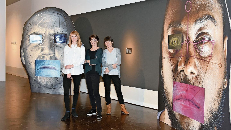 Ausstellung über Gesichter: Punkt, Punkt, Komma, Strich