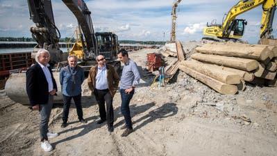 Informierten über den aktuellen Stand des ProjektsStedi Ermatingen: Architekt Andreas Hermann, Ingenieur Hans-Jürgen Möller, Gemeindepräsident Martin Stuber und Ingenieur Reto Mästinger. (Bild: Reto Martin)