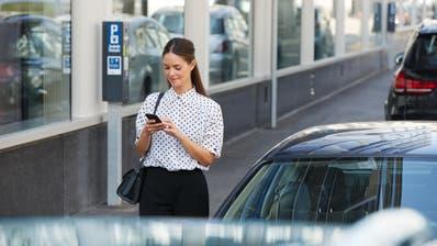 Zuger Stadtrat lobt schnelles Umsetzen des bargeldlosen Parkierens