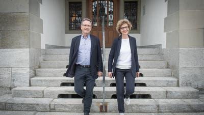 Beenden nächstes Jahr ihre politische Karriere: Der Willisauer Stadtammann Wendelin Hodel und die Willisauer Stadtpräsidentin Erna Bieri, hier vor dem Stadthaus. (Bild: Boris Bürgisser, 21. Mai 2019)