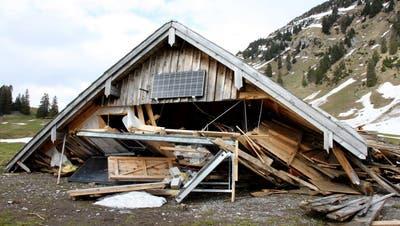 Totalschaden: Eine Lawine zerstörte im Januar die Hütte von Jörg Scherrer auf der Säntisalp. Zuvor gab es auf dieser Alp nie so grosse Schäden. (Bild: PD)