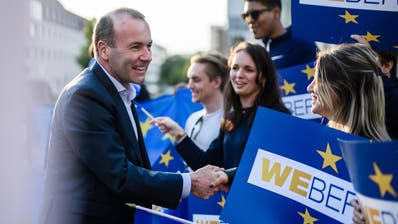 epa07590643 The CDU/CSU top candidate for the upcoming European Parliament Elections, European People's Party (EPP) chairman Manfred Weber, shakes hands with supporters as he arrives for a television debate in Berlin, Germany, 21 May 2019. The European Parliament election will be held in Germany on 26 May 2019.  EPA/CLEMENS BILAN