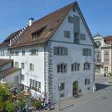 Die Visiere auf der Ostseite stehen bereits: Das Gasthaus zum Trauben in Weinfelden. (Bild: Mario Testa)