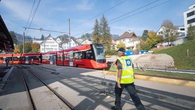 Bei einer Tunnellösung würde der Bahnhof Teufen tiefer gelegt und die Züge würden aus dem Ortsbild verschwinden. Bild: Ralph Ribi
