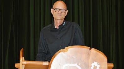 Der Kemmentaler Gemeindepräsident Walter Marty hat letztmals durch die Gemeindeversammlung geführt. (Bild: Judith Schuck)