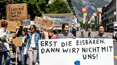 Über 20'000 Menschen in 25 Schweizer Städten kämpfen fürs Klima