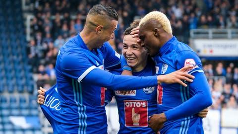 Lucas Alves, Ruben Vargas und Blessing Eleke (Bild oben, von links) bejubeln einen Treffer gegen die Grasshoppers. (Bild: Martin Meienberger/Freshfocus)
