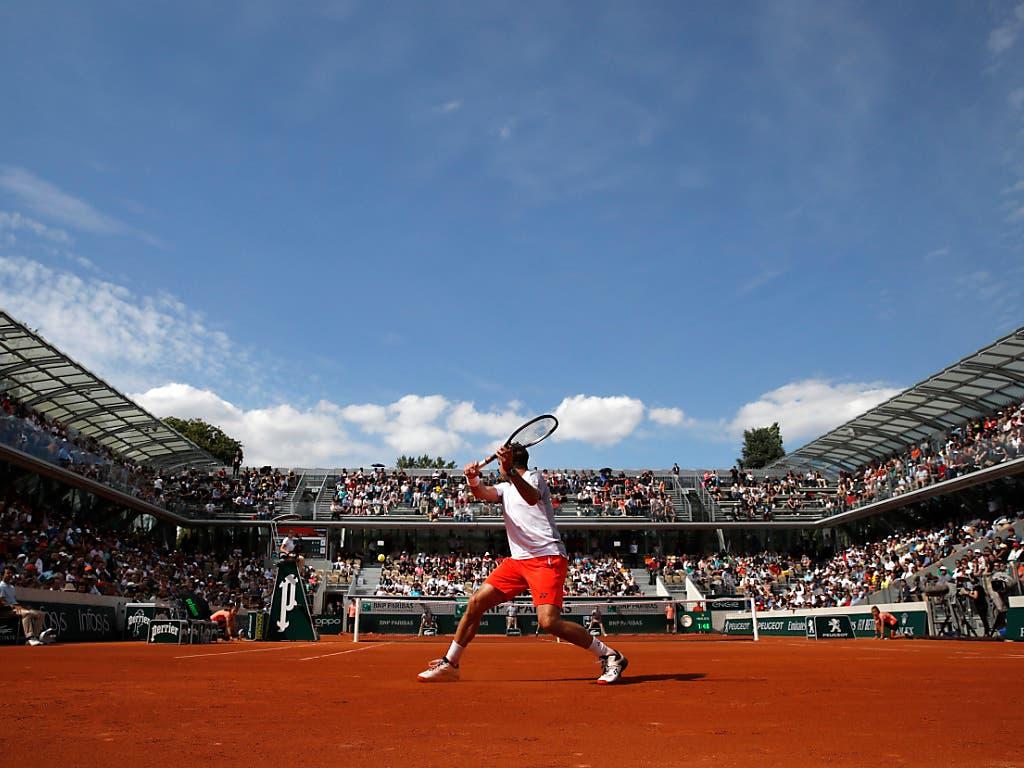 Wawrinka bestritt seinen Match auf dem neuen Court Simonne-Mathieu (Bild: KEYSTONE/AP/CHRISTOPHE ENA)