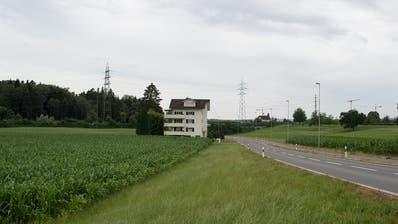 Ein Halbanschluss soll von der Buonaserstrasse gebaut werden. Bild: Maria Schmid (Buonas, 03. Juli 2018)