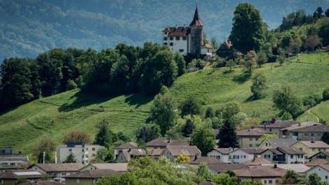 Blick von der Stadt Kriens auf das Schloss Schauensee. (Bild: Pius Amrein, 20. Mai 2016)