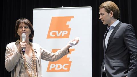 In der Schweiz ein gern gesehener Gast: 2015 trifft ÖVP-Star Sebastian Kurz CVP-Star Doris Leuthard. (Bild: Key)