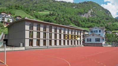 Muss saniert werden: das Schulhaus von Büren. (Bild: Dominik Wunderli, Büren, 23. Mai 2019)