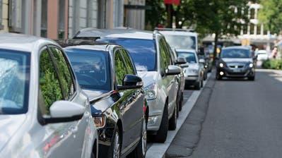 Sind gefragt: Parkplätze in der Luzerner Innenstadt, hier an der Sempacherstrasse. (Bild: Corinne Glanzmann, 3. Juli 2017)