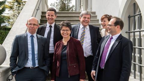 In der aktuellen Obwaldner Regierung politisieren zwei Juristen, nämlich Christian Schäli (oben links) und Daniel Wyler (oben rechts). Unten von links: Christoph Amstad, Maya Büchi und Josef Hess. (Bild:Izedin Arnautovic, Sarnen, 8. April 2018)