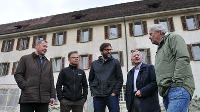 Trafen sich beim Spatenstich (von links): Othmar Filliger,Daniel Niederberger, Johne Eisenhut,Tis Prager und Dominik Flammer. (BilderMatthias Piazza, Stans, 3. Mai 2019)
