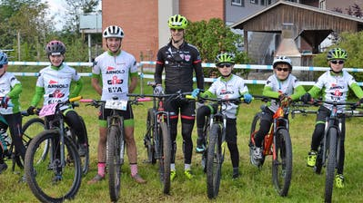 Athleten der IG Radsport Uri; von links: Mattia Frei, Elena Frei, Nik Küttel, Patrick Tresch, Chris Furrer, Livio Gerig, Tom Furrer und Andres Wicki. (Bild: PD, Wetzikon, 26. Mai 2019)