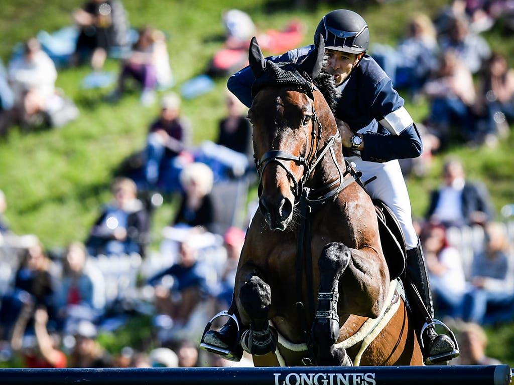 Steve Guerdat und Venard unterwegs zum Grand-Prix-Sieg in St. Gallen. (Bild: KEYSTONE/GIAN EHRENZELLER)