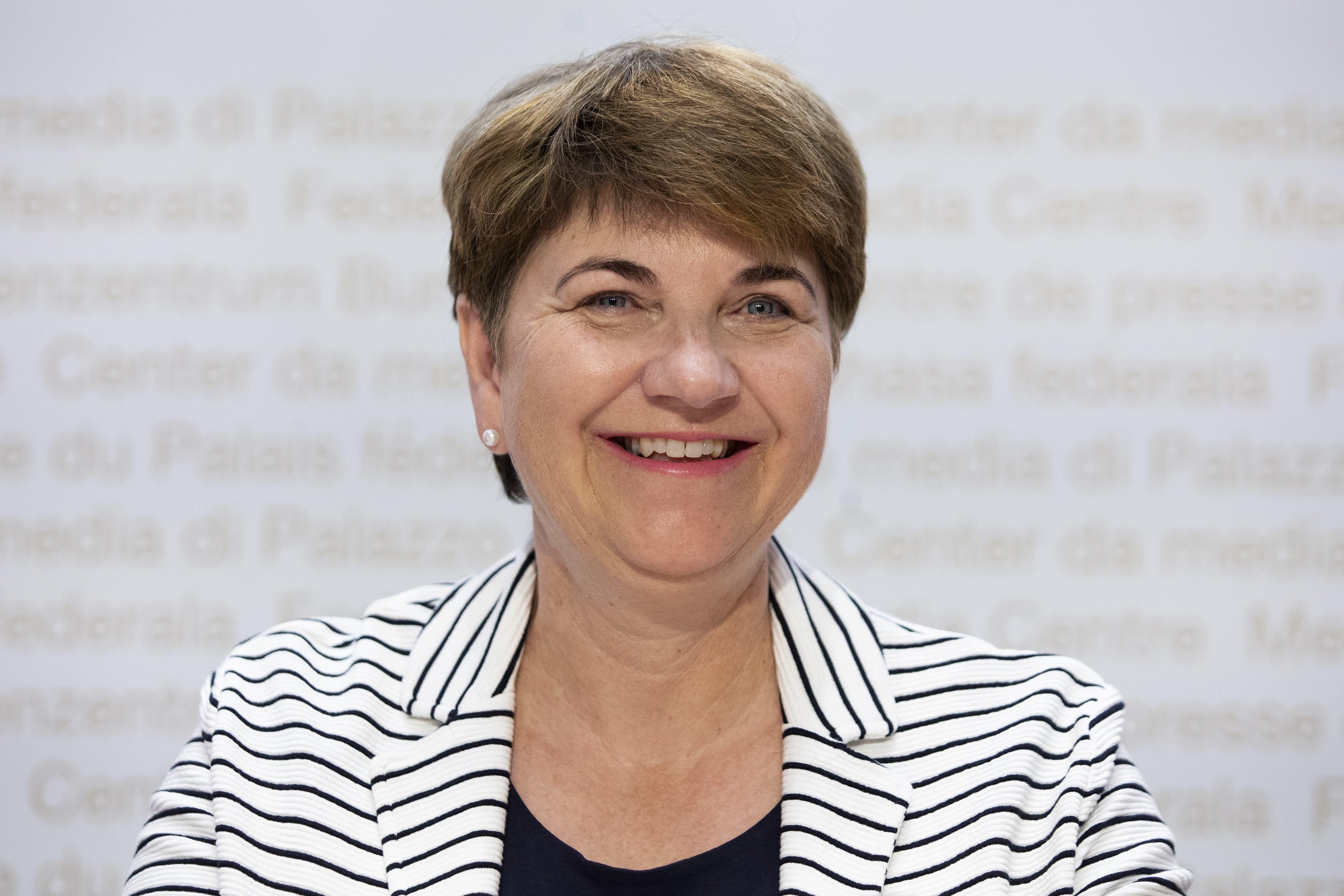 Viola Amherd (CVP)Sie gehört zur «Ja, aber»-Koalition. Vor ihrer Wahl sagte sie, sie befürworte einen Rahmenvertrag. Die Schweiz müsse aber hart bleiben bei flankierenden Massnahmen und Unionsbürgerrichtlinie. (Bild: Peter Klaunzer/Keystone)