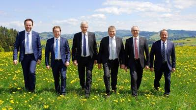 Das neue offizielle Regierungsratsfoto: Ratschreiber Roger Nobs, Yves Noël Balmer, Paul Signer, Landammann Alfred Stricker, Dölf Biasotto und Hansueli Reutegger. (Bild: PD)