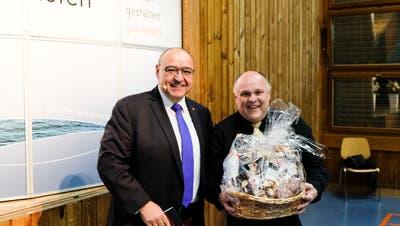 Der abtretende Diessenhofer Stadtschreiber ArminJungi erhält beim Abschied stehende Ovationen