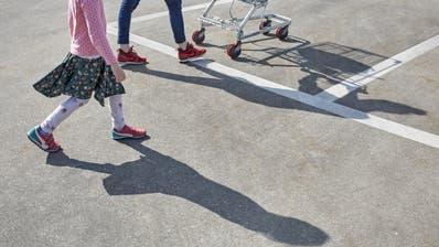 Am 19. Mai stimmt Bern darüber ab, wie es mit der Sozialhilfe weitergehen soll.Bild: Christof Schuerpf/Keystone