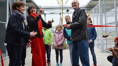 Elisabeth Städler, Dorena Raggenbass und Heinz Lienhard eröffnen den Neubau. (Bild: Judith Schuck)