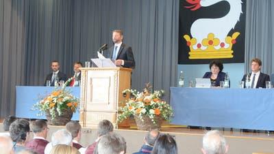 Der regierende Hauptmann Bruno Huber sprach über die anstehende Fusion mit Schwende. Bild: Astrid Zysset