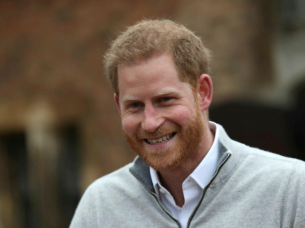 Prinz Harry strahlt: Am Montagnachmittag verkündete er in Windsor vor Journalisten die Geburt seines ersten Sohnes. (Bild: KEYSTONE/AP PA Pool/STEVE PARSONS)