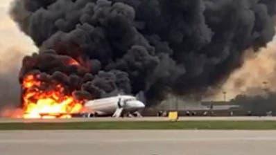 41 Tote bei Flugzeugkatastrophe in Moskau: Flugschreiber gefunden