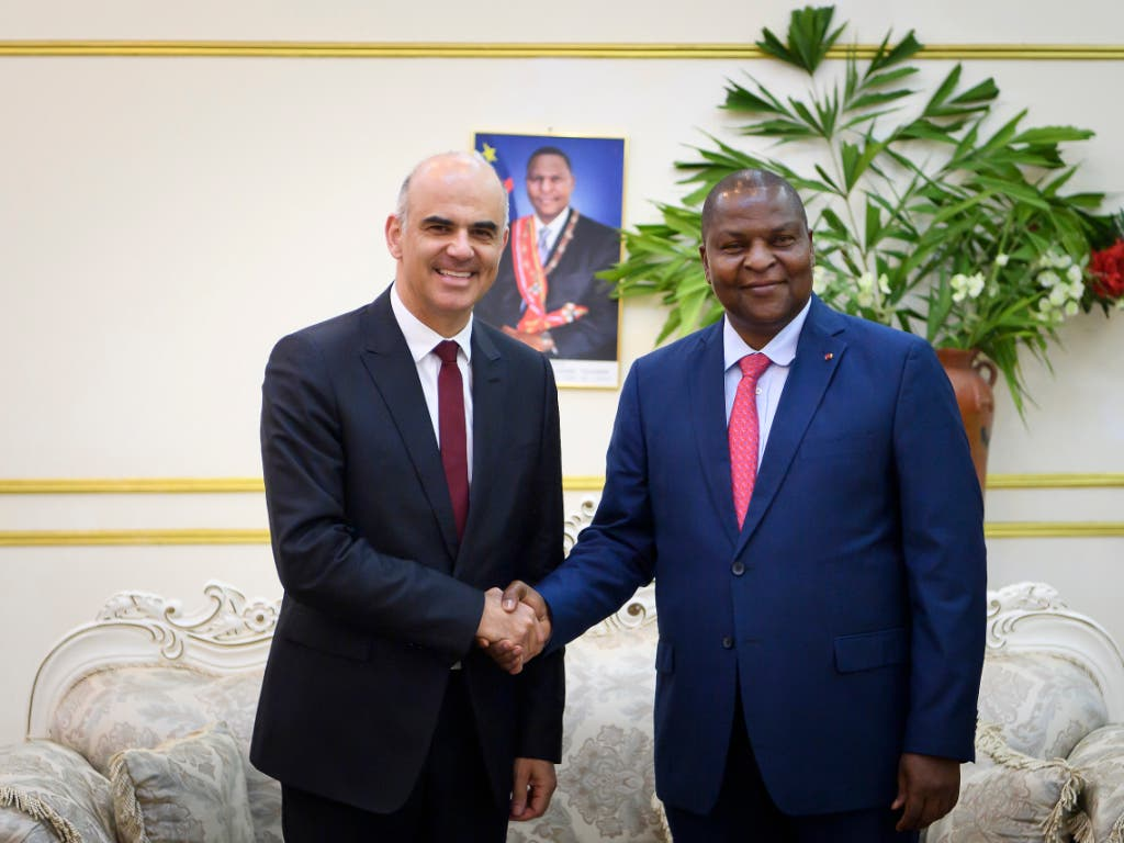 Offizieller Besuch: Alain Berset (links) trifft in der Zentralafrikanischen Republik Präsident Faustin Archange Touadéra. (Bild: KEYSTONE/ANTHONY ANEX)