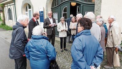Die SBB zeigen an zwei Info-Anlässen beim Aadorfer Bahnhof, wie das Bahnbillet ohne Schalter zu lösen ist. (Bild: Kurt Lichtensteiger)