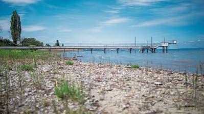 Tiefe Wasserstände und kalter Mai: Mit der Winterjacke in die Badi