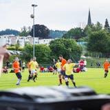 Die Tägerwiler Fussballer hoffen, bald auf sanierten Plätzen spielen zu dürfen. Im Bild das Grümpelturnier im Juni 2017. (Bild: Andrea Stalder)