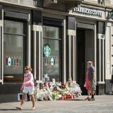 Mahnmale vor der Starbucks-Filiale in der St.Galler Innenstadt. (Bild: Hanspeter Schiess)