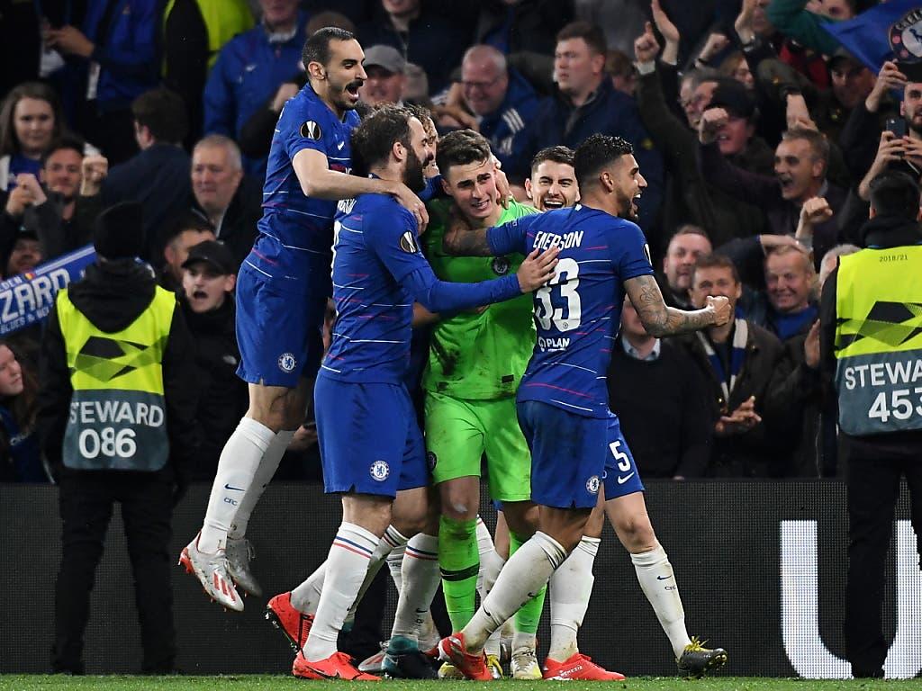 Glückliches Ende für Chelsea: Goalie Kepa Arrizabalaga lässt sich feiern (Bild: KEYSTONE/EPA/ANDY RAIN)