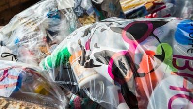 In den Kuh-Bags sammelten die Einwohner der A-Region in vier Monaten schon 35 Tonnen Plastik. (Bild: Andrea Stalder)