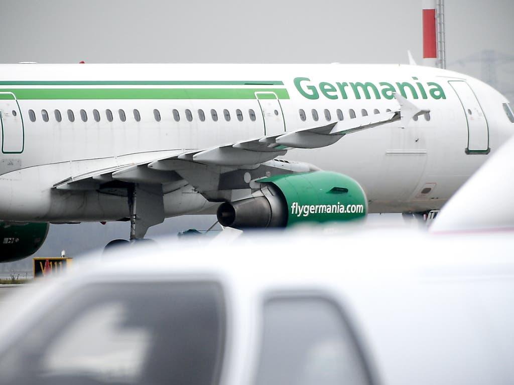 Die Schweizer Fluggesellschaft Germania hat sich neu in Chair Airlines umbenannt. (Bild: KEYSTONE/EPA/SASCHA STEINBACH)