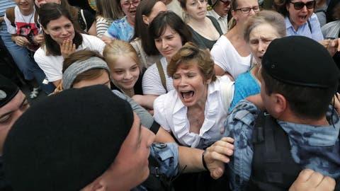 Hunderte bei Kundgebung für Journalisten in Moskau festgenommen