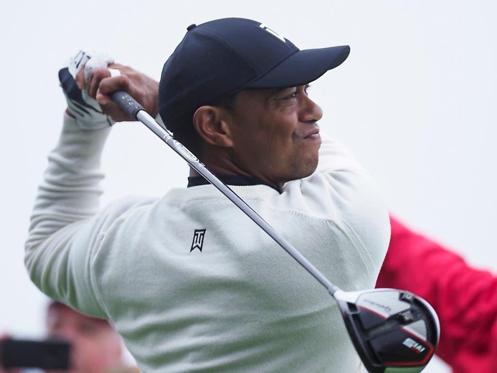 Tiger Woods' Finish ist wie immer ästhetisch (Bild: KEYSTONE/EPA/RAY ACEVEDO)