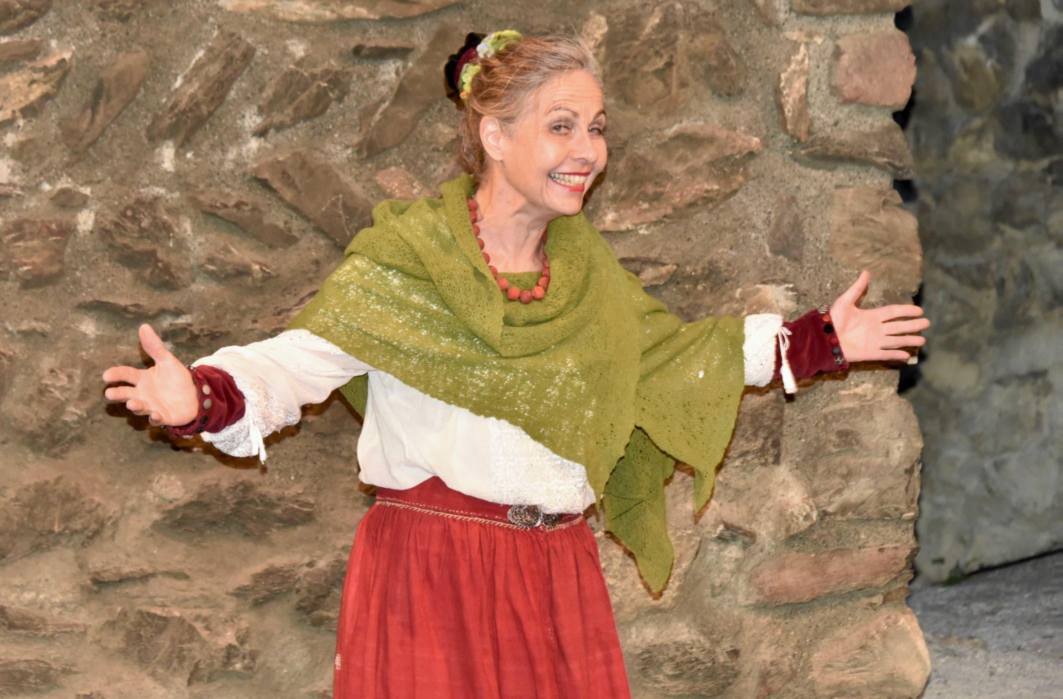 Märchenerzählerin Carlina Capiaghi in ihrem Element. (Bilder: Heidy Beyeler)