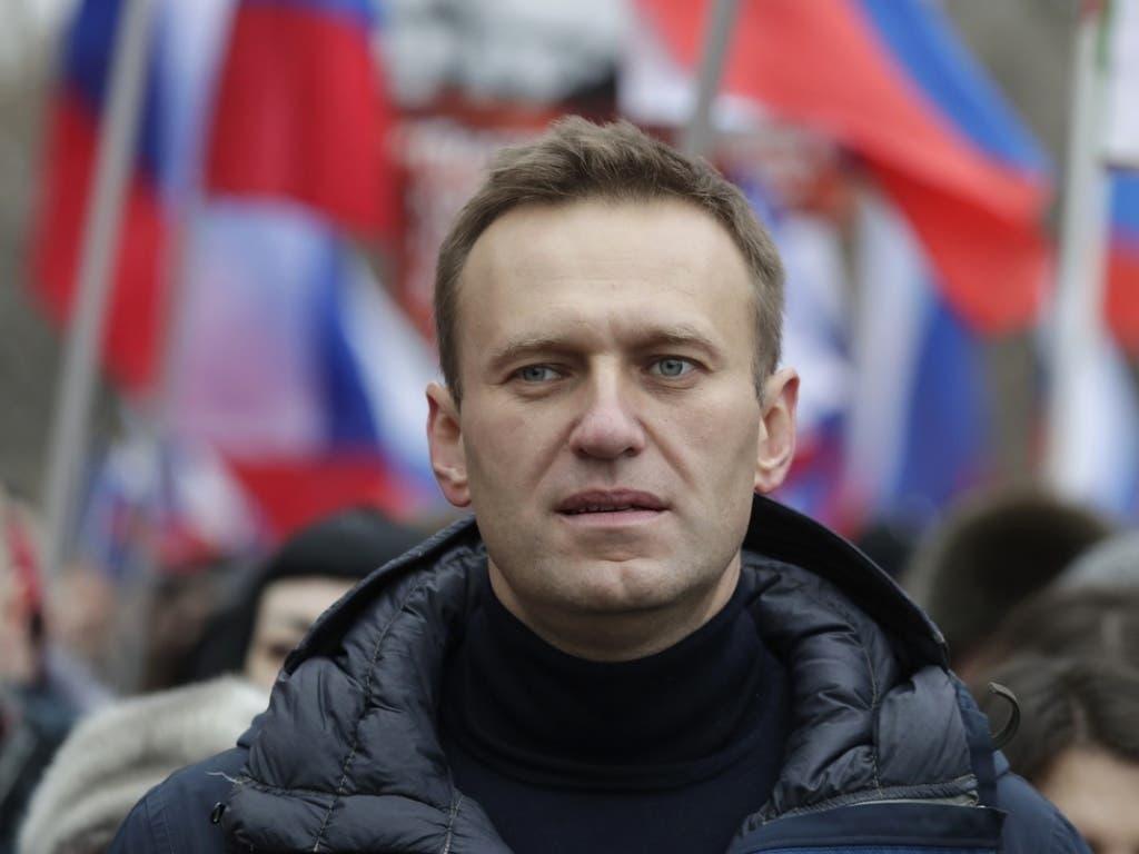 Der russische Oppositionsführer Alexej Nawalny - hier bei einer Demonstration für den erschossenen Oppositionellen Boris Nemzow im Februar - ist erneut festgenommen worden. (Bild: Keystone/AP/PAVEL GOLOVKIN)