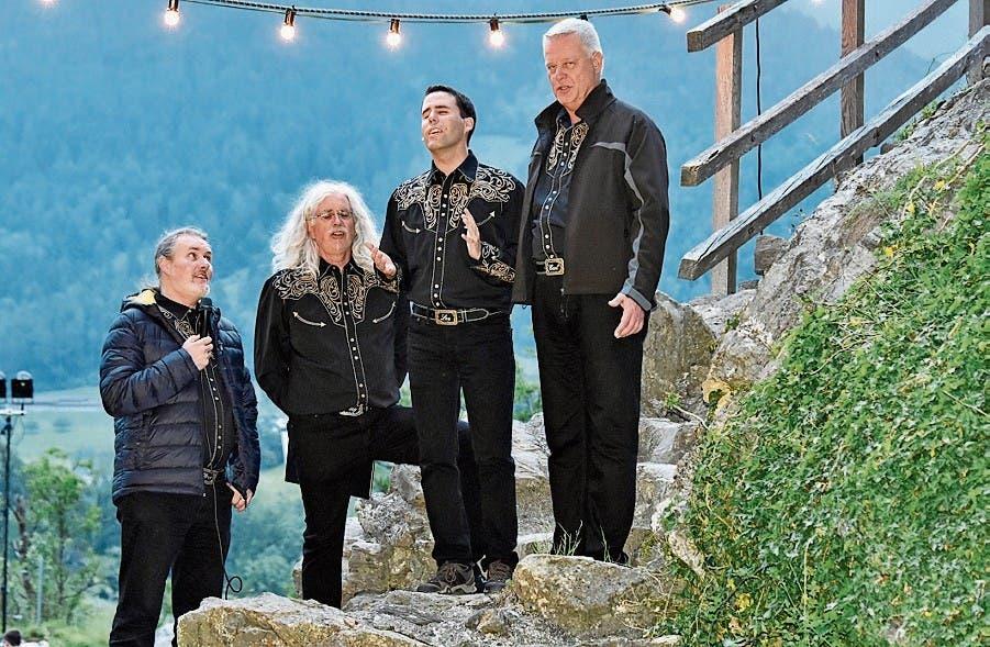 Ein Lied der Vocal-Band bei der Ankunft auf der Burg.