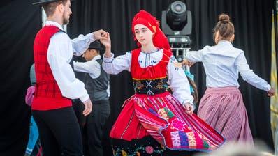 Wie schon 2018 sind viele Länder vertreten. Hier der Auftritt einer portugiesischen Tanzgruppe. (Bild: Andrea Stalder)