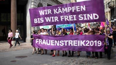 Das war der Frauenstreik: «Ich kann nicht glauben, dass wir für Gleichberechtigung auf die Strasse müssen» +++ Tausende demonstrierten in Frauenfeld, St.Gallen, Wil und Trogen