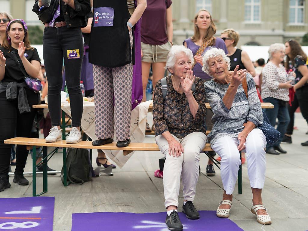 Der Frauenstreik in Bern vereinte die Generationen. (Bild: KEYSTONE/ALESSANDRO DELLA VALLE)