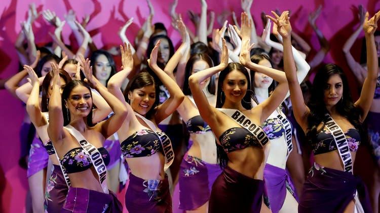40 Kandidatinnen bewarben sich für den diesjährigen Schönheitswettbewerb «Binibining Pilipinas». (Bild: Bullit Marquez/Keystone,Quezon City, 4. April 2019)