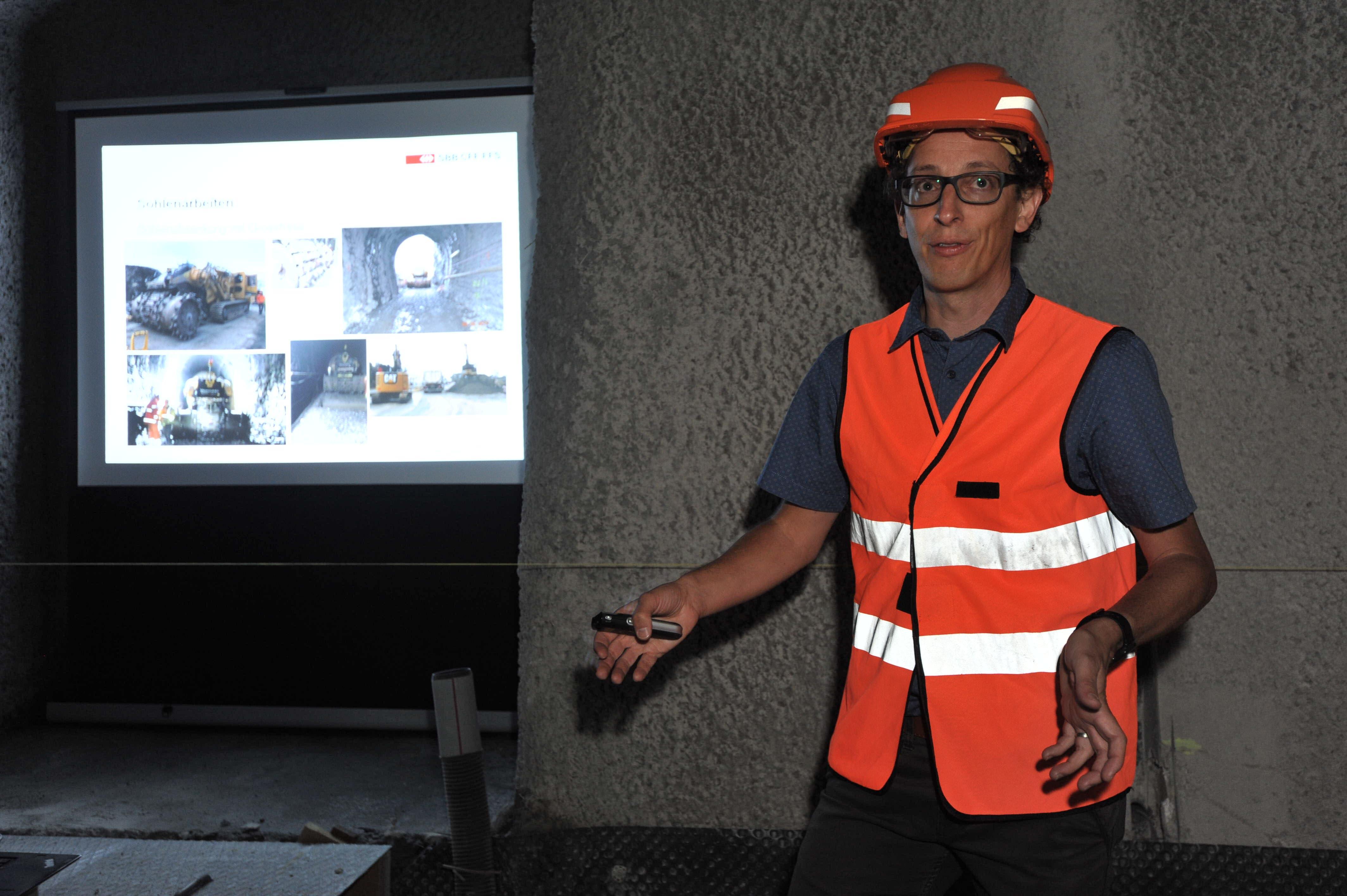 Projektleiter Mattia Bianchi orientierte über die Bauarbeiten.